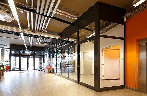 Feuerschutztür, Verglasungen und Schiebetür mit Fluchtwegfunktion EI30, forster fuego light Wohn- und Geschäftshaus Krone, Schweiz