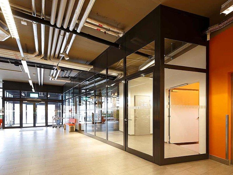 porte vitrée, cloisons et porte coulissante coupe-feu EI30, forster fuego light Immeuble d'habitation et de commerce Krone, Suisse