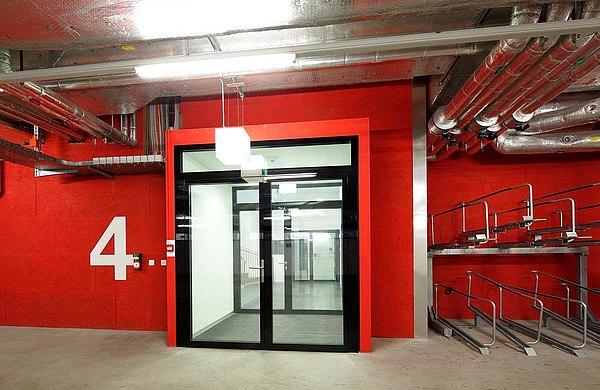 Brandschutztür beim Eingang / Ausgang zur Garage, forster fuego light  Westlink, Zurich