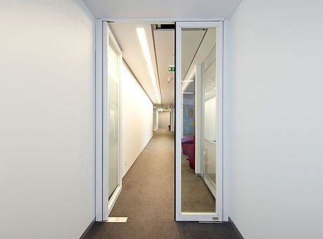 double action door, anti-finger-trap door, single action door in steel. forster presto.