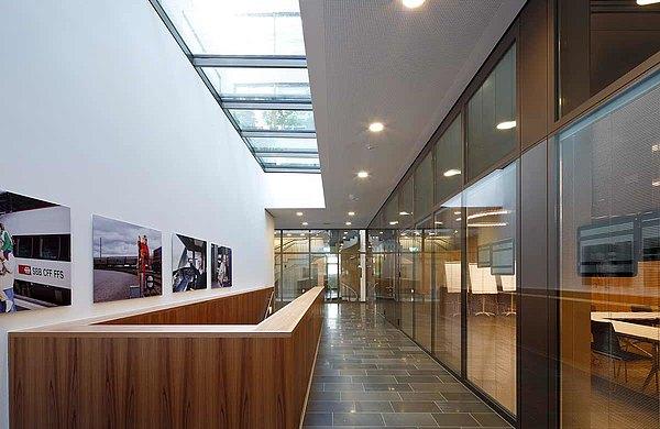 Brandschutztüren und Verglasungen EI30 und EI60 beim Eingang / Ausgang zur Garage, forster fuego light  Westlink, Zurich