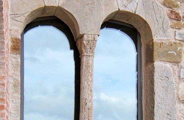 Fenster aus Stahl ohne Wärmedämmung von forster presto Schloss in Civitella dei Conti IT-San Venanzo