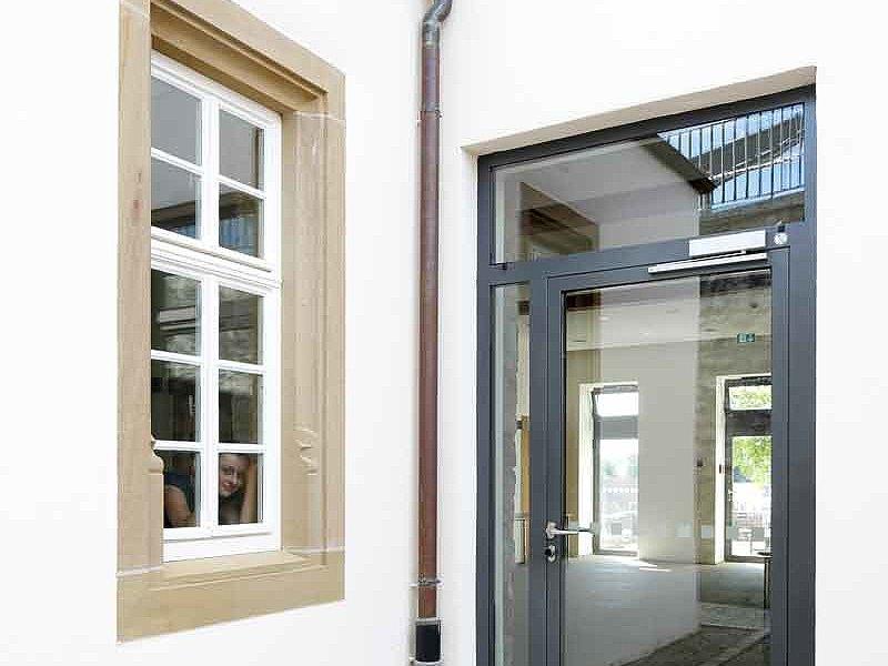 Wärmegedämmte verglaste Eingangstür aus Stahl. System: forster unico Greckenschloss, Deutschland