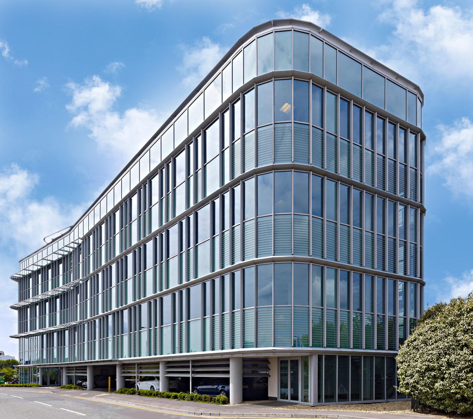 Wärmegedämmte Pfosten-Riegel-Fassade, Brandschutz EI30, forster thermfix vario Bank HSBC, GB-Southampton