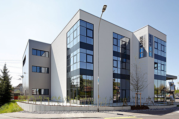 thermally insulated facade in steel, forster thermfix light