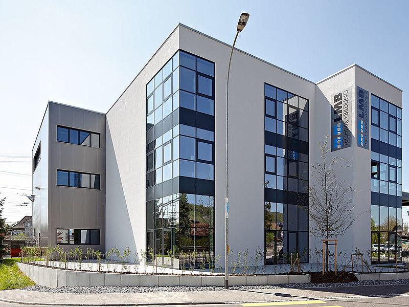 Wärmegedämmte Pfosten-Riegel Fassade aus Stahl, forster thermfix light