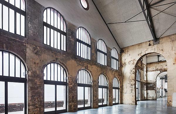 Türen, Fenster und Verglasungen mit Wärmedämmung mit grossen Dimensionen. System: forster unico