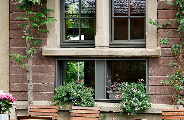 Wärmegedämmte Fenster und Verglasungen, teilweise mit Bogen, forster unico Restaurant Leopold, DE