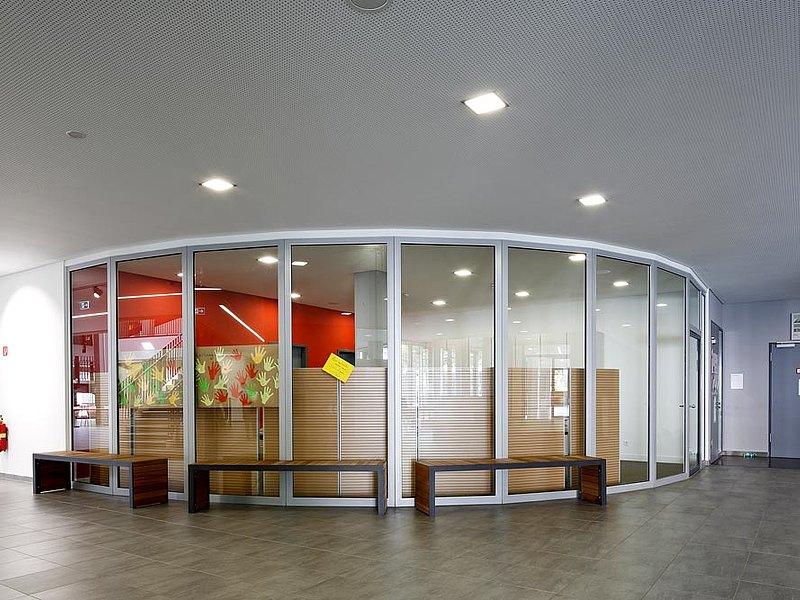 Brandschutztüren T30 und Brandschutzverglasungen G30 aus Stahl konstruiert mit dem Profilsystem forster fuego light. Robert Bosch Gymnasium, Gerlingen DE