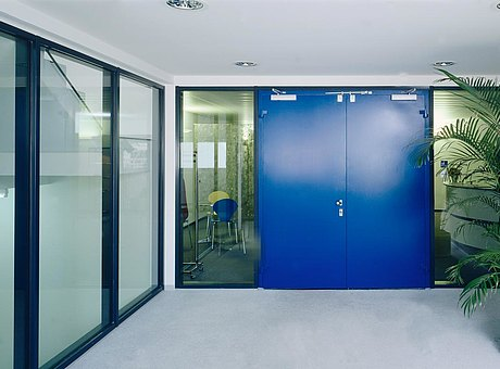 flush mounted, fire-resistant sheet metal door E30. Profile system: forster presto