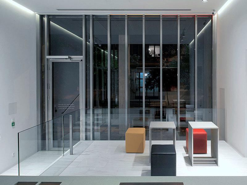 Einbruchhemmende Türen und Verglasungen RC3 in Edelstahl mit Wärmedämmung. System: forster unico Belgische Botschaft in Athen