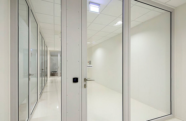 Verglaste Brandschutztüren EW60 in Stahl forster presto. Rechtbank Zwolle, Niederlande