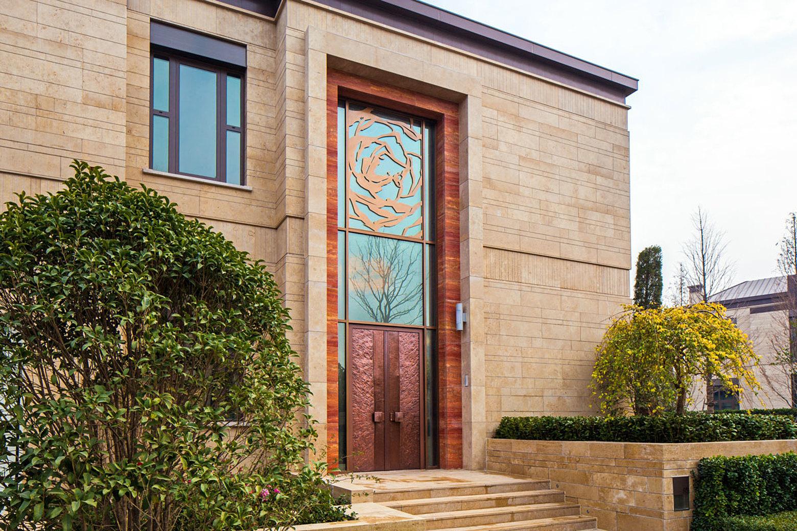 Wärmegedämmte Fassade in Pfosten-Riegel Konstruktion aus Stahl. Verwendet wurde das Profilsystem forster thermfix vario. Kingdom Villa Shanghai, China