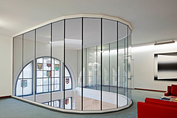 Fire-resistant glazing EI30 glass-to-glass joint, arranged in a semicircle, profile system forster fuego light Bank Cantonale Vaudoise, Lausanne