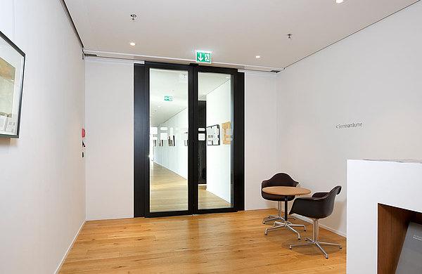 Automatische Brandschutz-Schiebetüren EI30 aus Stahl. System: forster fuego light Hotel Säntispark, Schweiz