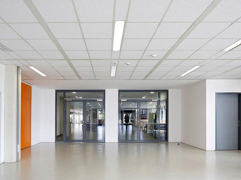 Brand- und Rauchschutztüren aus Stahl, konstruiert mit dem Profilsystem forster presto. Robert Bosch Gymnasium, Gerlingen DE