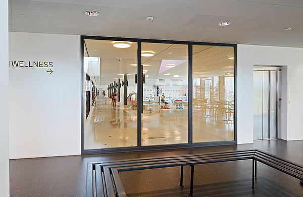 Brandschutzverglasung EI30 in Stahl, forster fuego light. Sportplatz Bergholz, Schweiz