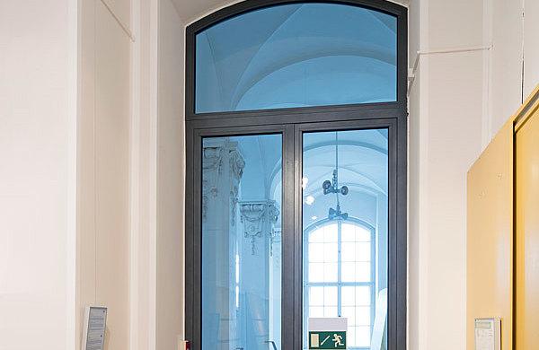 Brandschutztür T30 mit einer lichten Durchgangshöhe von 3.4 mt., forster fuego light Senkberg Sammlung, Japanisches Palais, Dresden