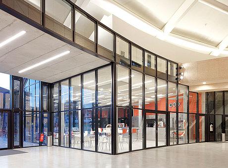 façade coupe-feu en acier à isolation thermique, forster thermfix vario Carnal Hall, Rolle, Suisse