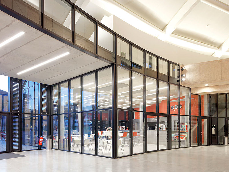 Brandschutzfassade in Stahl mit Wärmedämmung, forster thermfix vario Carnal Hall, Schweiz
