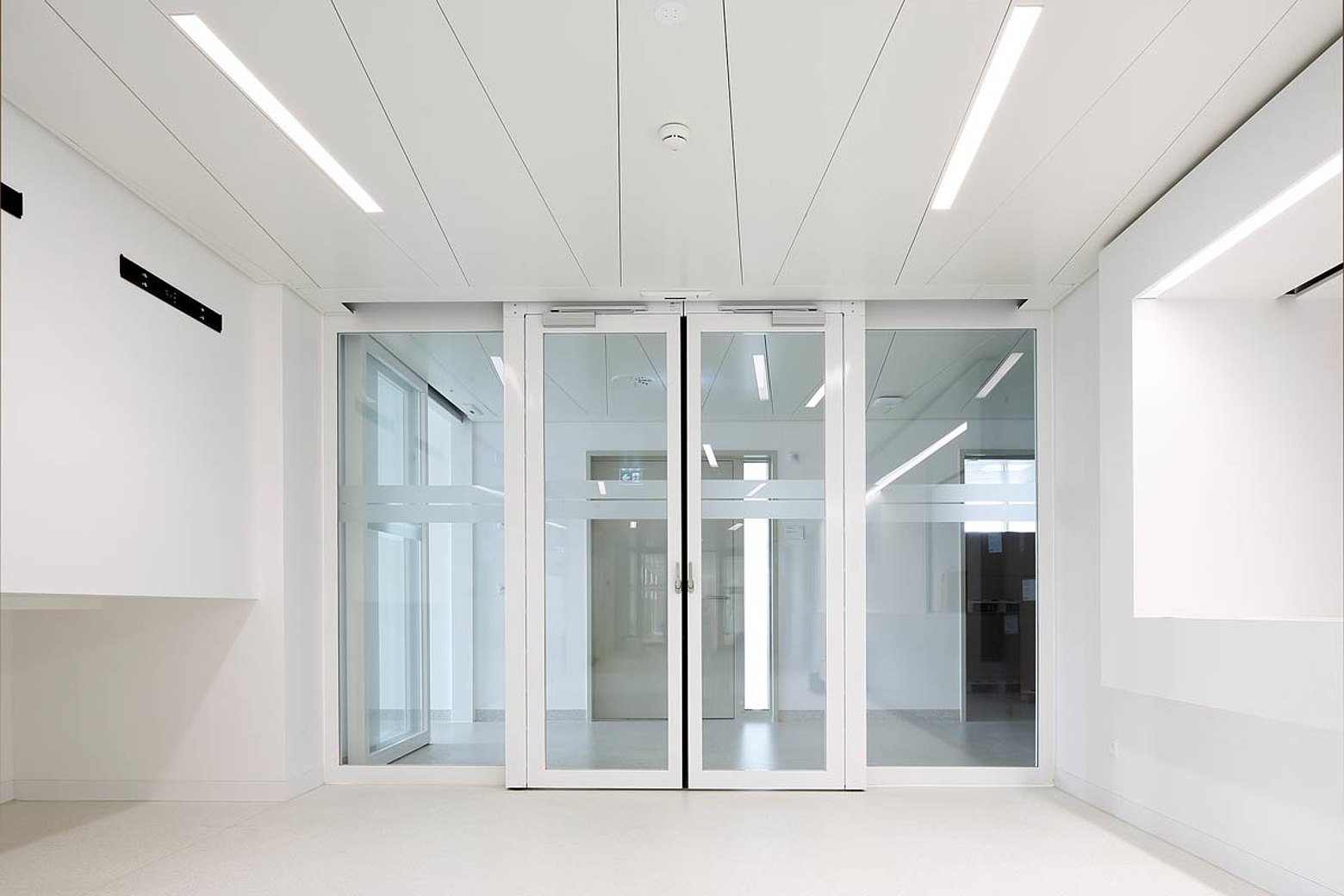 fire-rated double leaf sliding door EI30 with screen abutment and escape route function. Used system: forster fuego light Hospital Münsterlingen, Switzerland
