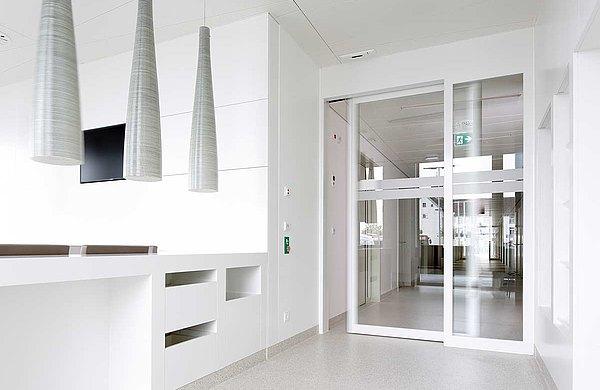 Fire-resistant sliding door EI30 in steel with screen abutment. Used system: forster fuego light Hospital Münsterlingen, Switzerland