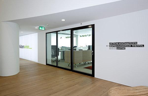 Brandschutzabschlüsse EI30 und EI60 als verglaste Türen und Verglasungen. System: forster fuego light Industrie und Gewerbebau Schützenwiese, Schweiz