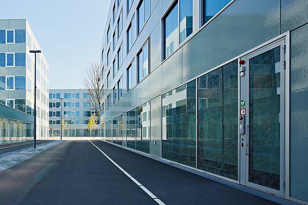Steel doors and glazing with thermal break and burglary resistance RC2. The used profile system is forster unico. 