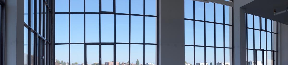 schlanke Fenster und Verglasungen mit Wärmedämmung